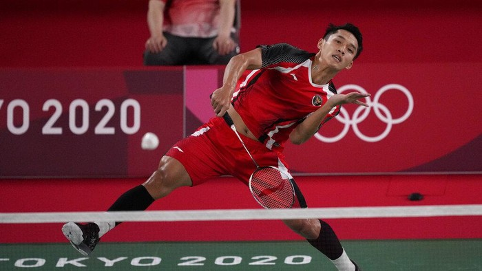 Indonesias Jonathan Christie plays against Aram Mahmoud of the Refugee Olympic Team during their mens singles badminton match at the 2020 Summer Olympics, Saturday, July 24, 2021, in Tokyo, Japan. (AP Photo/Dita Alangkara)