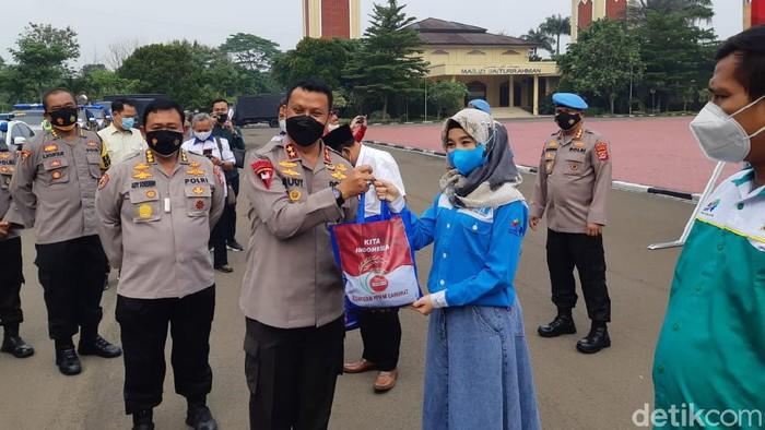 Kapolda Banten Sebar sembako bagi buruh