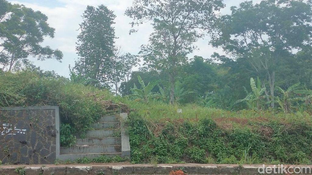 Melihat Area Pemakaman COVID-19 di Kuningan yang Tak Terisi Sejak Awal Pandemi