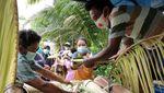 Warga Pacitan Gelar Larungan Berharap Pandemi Segera Berakhir