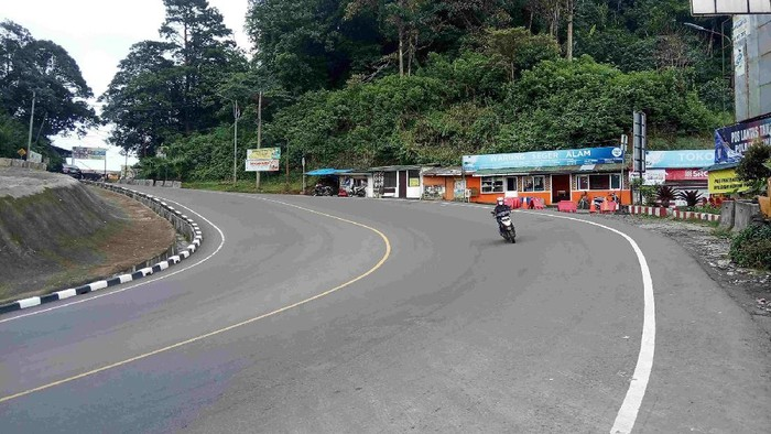 Penerapan serta perpanjangan PPKM Darurat membuat kawasan puncak dan lingkungan wisata di Kabupaten Cianjur, Jawa Barat, sudah seperti 'kota mati'.