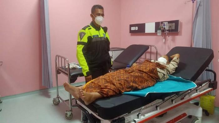 Polisi Majalengka bantu ibu melahirkan di tol cipali