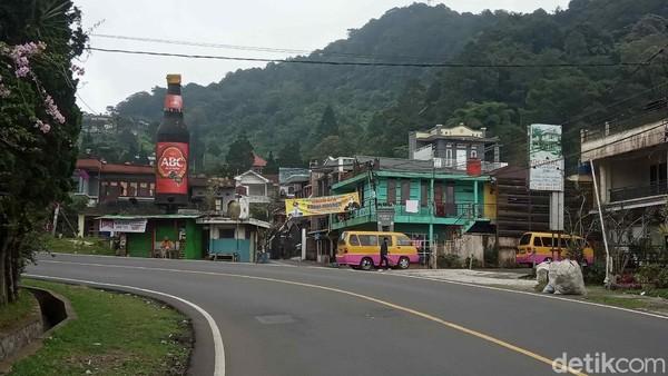 Pantauan detikcom, hingga pukul 17.00 WIB, jalan dari perbatasan Cianjur-Bogor, Jalur Cagak hingga Cipanas lengang. (Ismet Slamet/detikcom)