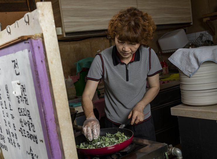 Rutin Konsumsi Makanan Organik, Wanita Ini Sembuh dari Kanker Usus Besar