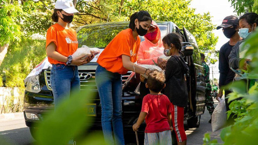 Shopee-Kodam XI Udayana Bagikan 10 Ribu Paket Beras ke Warga Bali