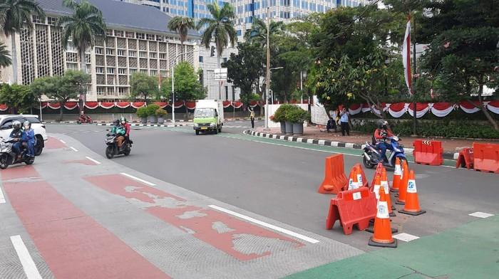 Situasi lalu lintas di kawasan Monas jelang demo tolak PPKM
