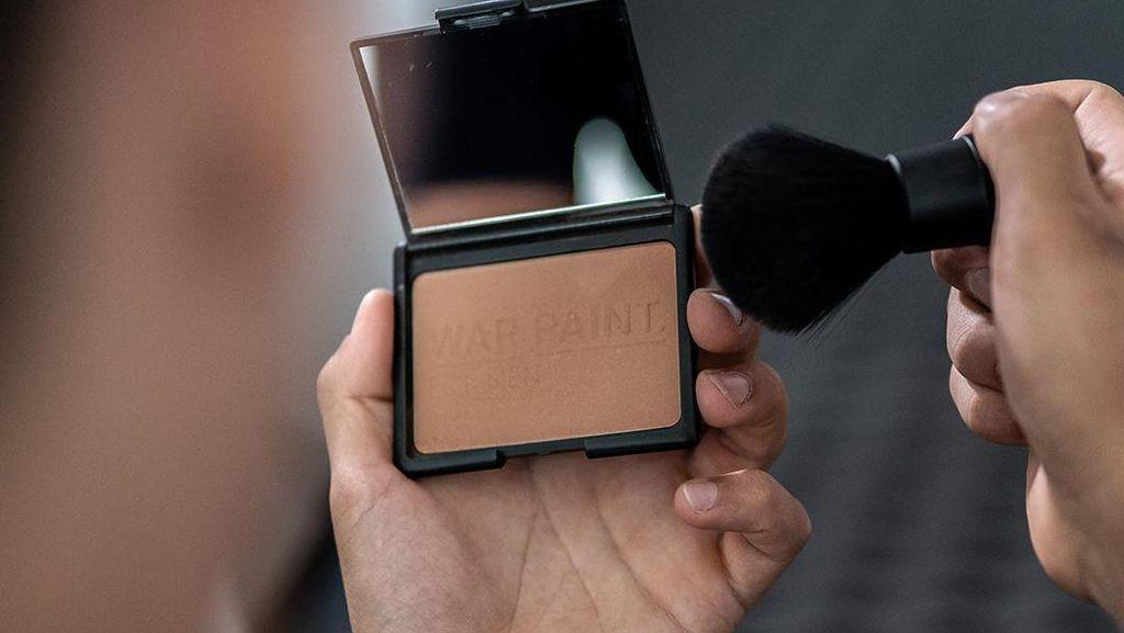 Toko Makeup Pria Pertama di Dunia Dibuka di Inggris, Seperti Ini Isinya