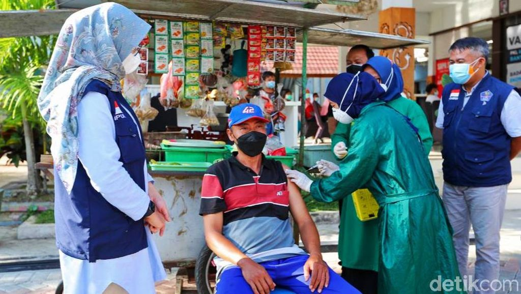 Banyuwangi Kebut Vaksinasi PKL dan Warung Kecil Demi  Badan Sehat-Ekonomi Pulih