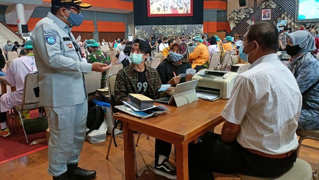 Jasa Raharja dan Polri Gelar Vaksinasi Massal di Malang