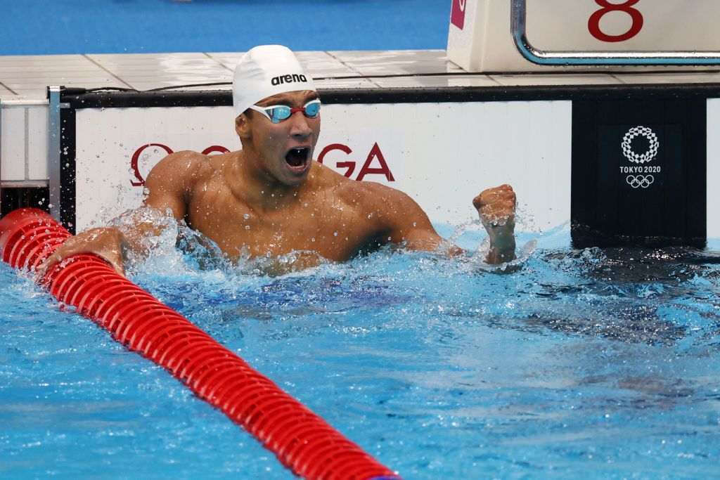 TOKYO, JAPAN - JULY 25: Ahmed Hafnaoui of Team Tunisia poses with the gold medal for the Men's 400m Freestyle Final on day two of the Tokyo 2020 Olympic Games at Tokyo Aquatics Centre on July 25, 2021 in Tokyo, Japan. (Photo by Al Bello/Getty Images)