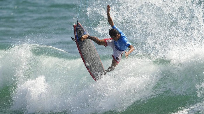 Indonesia's Rio Waida competes during the first round of the men's surfing competition at the 2020 Summer Olympics, Sunday, July 25, 2021, at Tsurigasaki beach in Ichinomiya, Japan. (AP Photo/Francisco Seco)