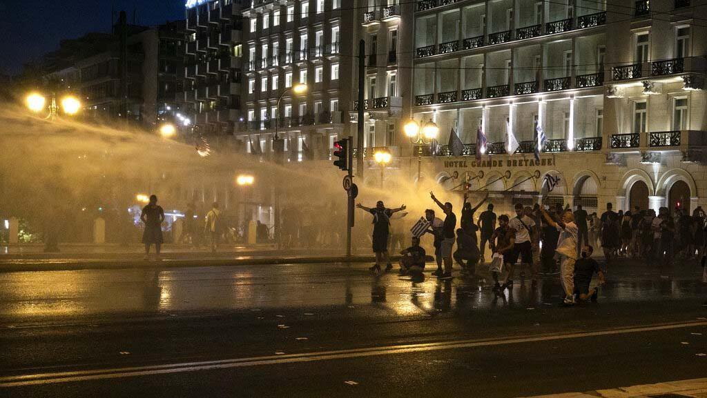 Massa Penentang UU Reformasi Pendidikan di Yunani Bentrok dengan Polisi