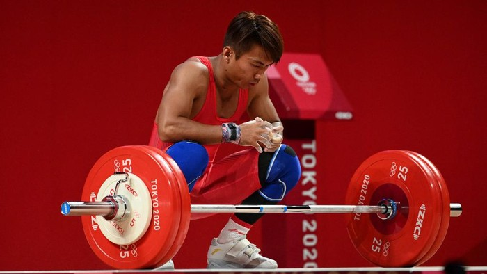 Indonesias Deni competes in the mens 67kg weightlifting competition during the Tokyo 2020 Olympic Games at the Tokyo International Forum in Tokyo on July 25, 2021. (Photo by Vincenzo PINTO / AFP)