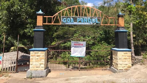 Salah satu operator perintis wisata Gua Pindul juga mengibarkan bendera putih. Bahkan, jika PPKM diperpanjang dan tidak ada keringanan di sektor wisata pihaknya akan memasang kain mori di depan pintu masuk Goa Pindul (Pradito Rida Pertana/detikcom)