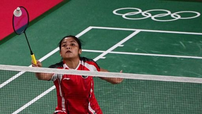 Indonesias Gregoria Mariska Tunjung hits a shot to Myanmars Thet Htar Thuzar in their womens singles badminton group stage match during the Tokyo 2020 Olympic Games at the Musashino Forest Sports Plaza in Tokyo on July 25, 2021. (Photo by Pedro PARDO / AFP)
