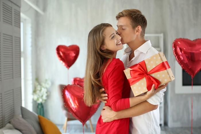 ilustrasi pasangan romantis