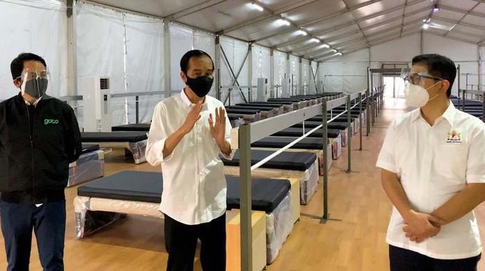 Tempat isolasi baru bagi pasien COVID-19 tengah dibangun di Pulo Gadung, Jaktim. Presiden Jokowi sempat meninjau Rumah Oksigen Gotong Royong itu.