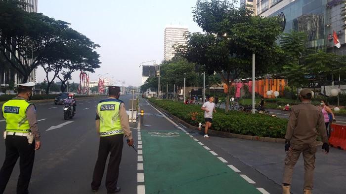 Jalan Jenderal Sudirman Sepi di Tengah PPKM Level 4
