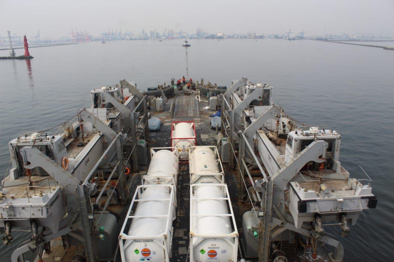 Kapal perang India INS Airavat mengirim bantuan oksigen ke Indonesia