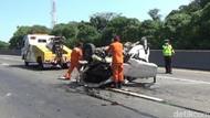 Minibus Terguling di Tol Cipularang, Dua Penumpang Tewas