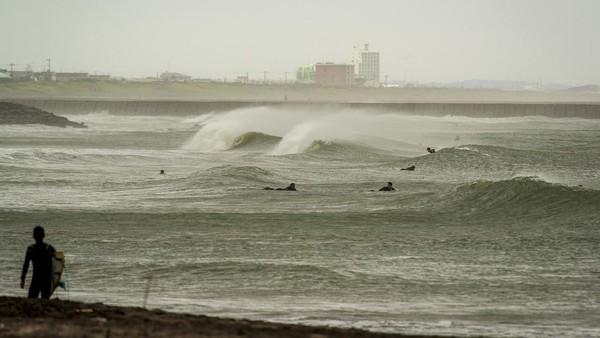 Aspek lainnya, Pantai Tsurigasaki kerap ketempatan menjadi tuan rumah kejuaraan surfing dunia. Salah satunya WQS 6000 yang digelar selama tiga tahun berturut-turut. (Getty Images/Pedro Gomes)