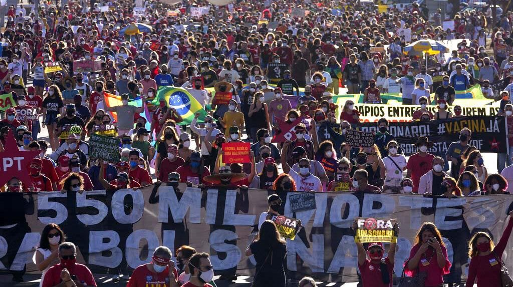 Potret Kerumunan Demo Menuntut Presiden Brasil Mundur