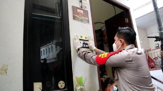TNI-Polisi salurkan bansos ke masyarakat terdampak PPKM di Jakpus.