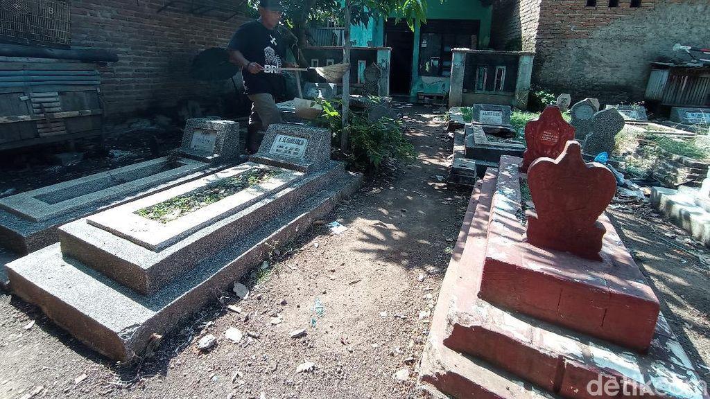 Merinding! Warga Kampung Cirebon Hidup Berdampingan dengan Kompleks Makam