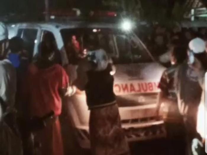 Warga Jember Rusak Ambulans dan Ambil Paksa Jenazah Positif COVID-19