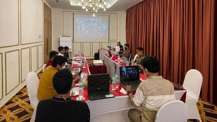 Ikatan Kekeluargaan Mahasiswa/Pelajar Indonesia Sulawesi Selatan gelar webinar nasional. Webinar ini membahas terkait cuitan BEM UI.