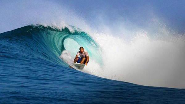 Pantai Nemberala yang berada di Kabupaten Rote Ndao, Nusa Tenggara Timur, dikenal sebagai salah satu destinasi surfing populer di Indonesia. Tak hanya peselancar lokal, tak jarang peselancar dari berbagai negara dunia datang ke pantai ini untuk menjajal ombak berkelas dunia. (Dok. www.rotendaokab.go.id)