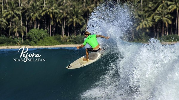 Pantai yang terletak di Kecamatan Teluk, Nias, Sumatera Utara ini dikenal dengan ombak besarnya yang indah. Pantai Sorake memiliki ombak yang dapat bergulung sebanyak 11 kali sebelum mencapai bibir pantai. (Dok. www.niasselatankab.go.id)
