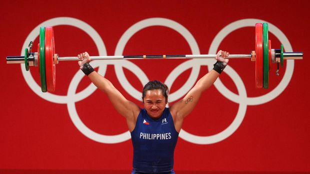 TOKYO, JAPAN - JULY 26: Hidilyn Diaz of Team Philippines competes during the Weightlifting - Women's 55kg Group A on day three of the Tokyo 2020 Olympic Games at Tokyo International Forum on July 26, 2021 in Tokyo, Japan. (Photo by Chris Graythen/Getty Images)
