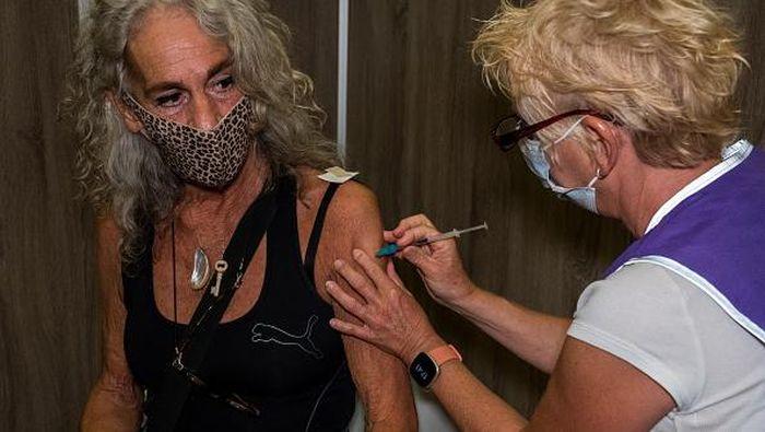 Belanda punya cara unik untuk gencarkan vaksinasi COVID-19 di negaranya. Salah satunya menyediakan layanan vaksinasi COVID-19 sekaligus kencan buta bagi warga.