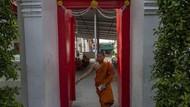 Biksu Thailand dan Antrean Kremasi yang Tak Berhenti