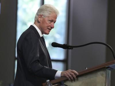 Terkuak! Demi Keliling London, Bill Clinton Tolak Undangan Jamuan Teh Ratu Elizabeth