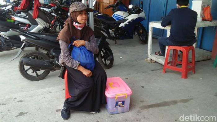 Bocah Penjual Gorengan di Cianjur