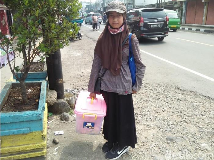 Bocah Salma Penjual Gorengan di Sukabumi