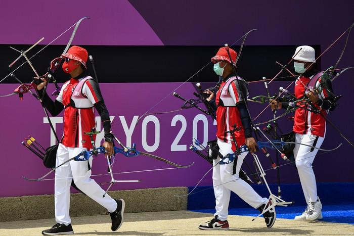 Langkah tim panahan beregu putra Indonesia di Olimpiade Tokyo 2020 terhenti di babak 16 besar. Tim panahan beregu putra Indonesia dikalahkan tim Inggris.