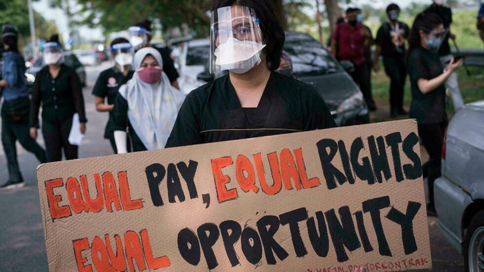 Hundreds of junior doctors at state-run Malaysian hospitals staged walkouts demanding better conditions (ARIF KARTONO/AFP)