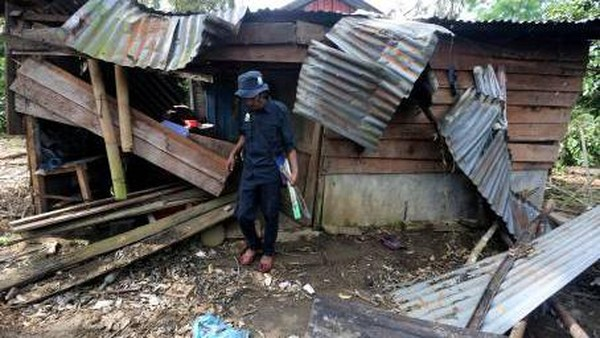 BKSDA Aceh melalui CRU bersama Pemerintah Kabupaten membentuk dan menurunkan tim penanggulangan setiap kali kawanan gajah liar yang mencapai 40 ekor lebih memasuki pemukiman dan merusak tanaman perkebunan serta mengejar para petani. (Irwansyah Putra/Antara)