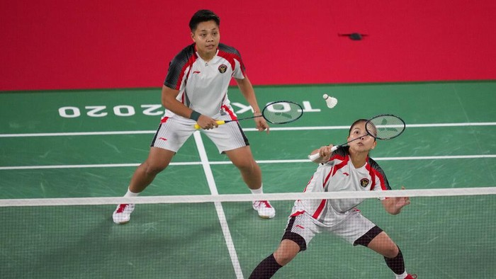 Greysia Polii and Apriyani Rahaya of Indonesia compete against Britains Chloe Brich and Lauren Smith during womens double Badminton match at the 2020 Summer Olympics, Monday, July 26, 2021, in Tokyo, Japan. (AP Photo/Dita Alangkara)