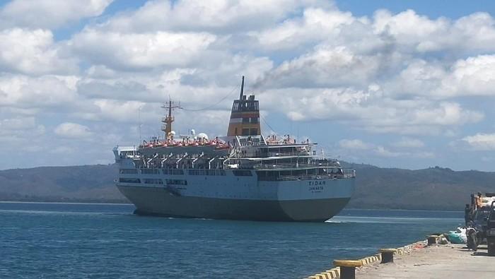Kapal Motor (KM) Tidar mengalami kandas di area Pelabuhan Namlea, Kabupaten Buru, Maluku. Ratusan orang dievakuasi akibat kejadian tersebut. (dok Istimewa)