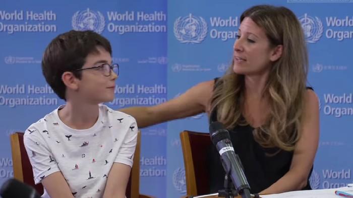 Pejabat tinggi WHO sekaligus ahli penyakit infeksius Dr Maria Van Kerkhove bersama anaknya.