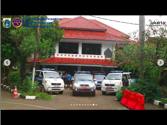 Mobil Dinas UP Perparkiran Dishub DKI Jakarta Jadi Mobil Pasien-Jenazah COVID-19