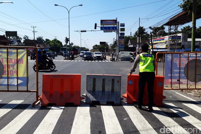 Kabupaten Boyolali, Jawa Tengah, menerapkan PPKM level 3. Status tersebut mengurangi titik penyekatan dari 23 penyekatan menjadi  dua titik penyekatan yang masih dipertahankan.