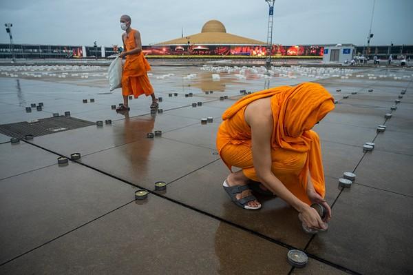 Thailand berencana untuk membuka kembali Bangkok dan destinasi populer lainnya bagi turis asing pada bulan depan. Industri pariwisata ingin dihidupkan kembali meski jumlah infeksi meningkat (Foto: Getty Images/Sirachai Arunrugstichai)