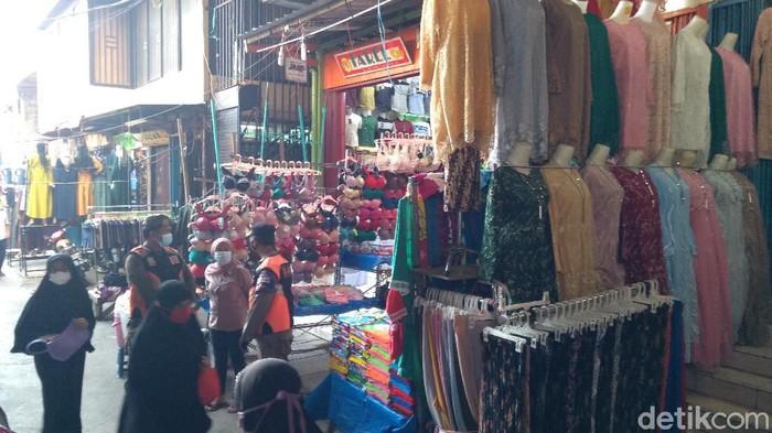 Suasana pasar di kawasan Tanah Abang Jakarta Pusat.