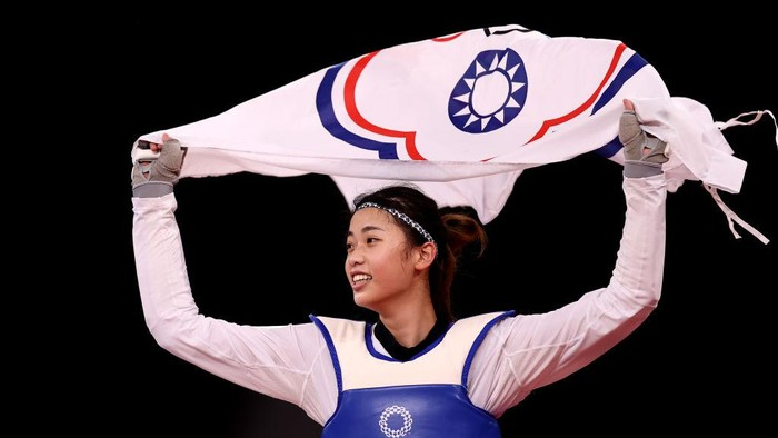 CHIBA, JAPAN - JULY 25:  Lo Chia-ling of Team Chinese Taipei celebrates after defeating Tekiath Ben Yessouf of Team Niger during the Womens -57kg Taekwondo Bronze Medal contest on day two of the Tokyo 2020 Olympic Games at Makuhari Messe Hall on July 25, 2021 in Chiba, Japan. (Photo by Maja Hitij/Getty Images)