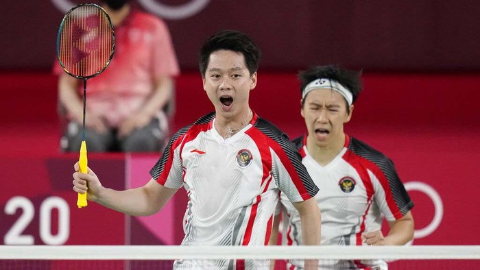 Indonesias Marcus Gideon and Kevin Sanjaya Sukamuljo celebrate a point against Indias Satwiksairaj Rankireddy and Chirag Shetty during their mens doubles group play stage badminton match at the 2020 Summer Olympics, Monday, July 26, 2021, in Tokyo, Japan. (AP Photo/Markus Schreiber)